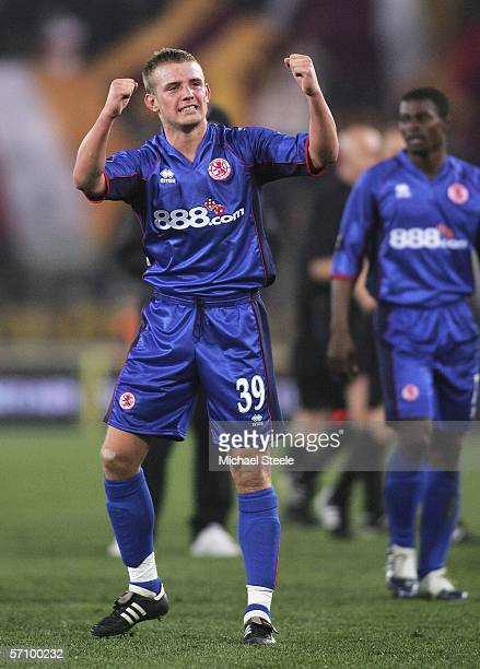 Lee Cattermole applauds the travelling fans after his team progressed to the next round with an away goals victory during the UEFA Cup last sixteen...