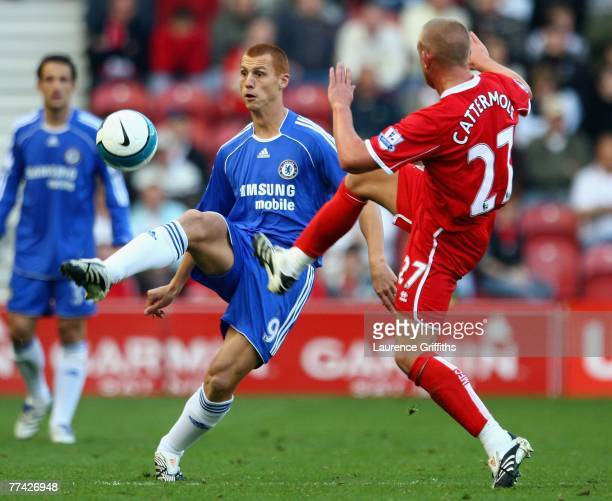 Lee Cattermole of Middlesbrough battles with Steve Sidwell of Chelsea during the Barclays Premier League match between Middlesbrough and Chelsea at...