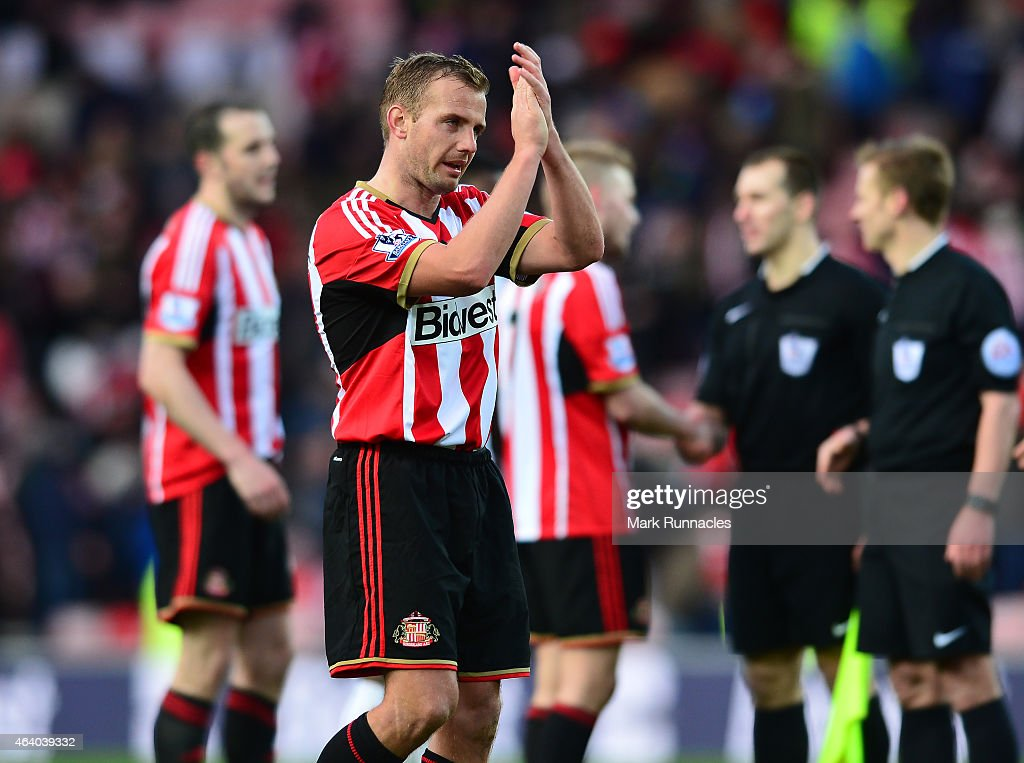 Lee Cattermole of Sunderland applauds the Sunderland fans at the end of the Barclays Premier League match between Sunderland and West Bromwich Albion at Stadium of Light on February 21, 2015 in Sunderland, England.