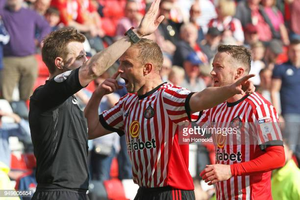 Lee Cattermole of Sunderland argues With the assistant referee after their second goal was is ruled out for hand ball during the Sky Bet Championship...