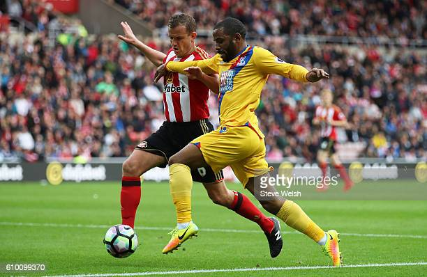 Lee Cattermole of Sunderland attempts to tackle Jason Puncheon of Crystal Palace during the Premier League match between Sunderland and Crystal...