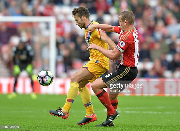 Lee Cattermole of Sunderland challenges Yohan Cabaye of Crystal Palace during the Premier League match between Sunderland FC and Crystal Palace FC at...