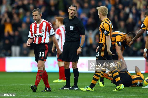 Lee Cattermole of Sunderland is sent off with a red card by referee Andre Marriner after a foul on Ahmed Elmohamady of Hull during the Barclays...