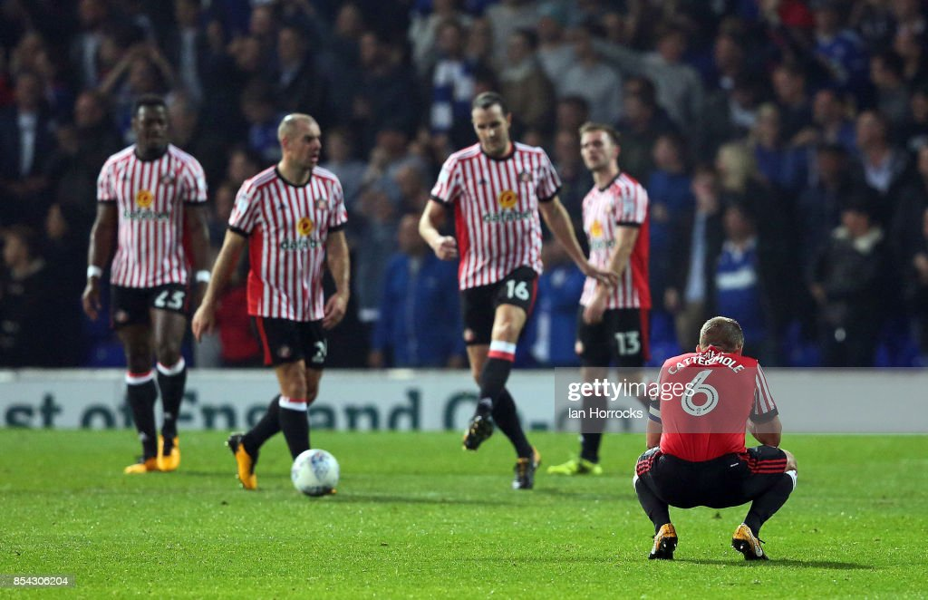 Lee Cattermole of Sunderland sinks to his feet after the fourth Ipswich goal during the Sky Bet Championship match between Ipswich Town and Sunderland at Portman Road on September 26, 2017 in Ipswich, England.