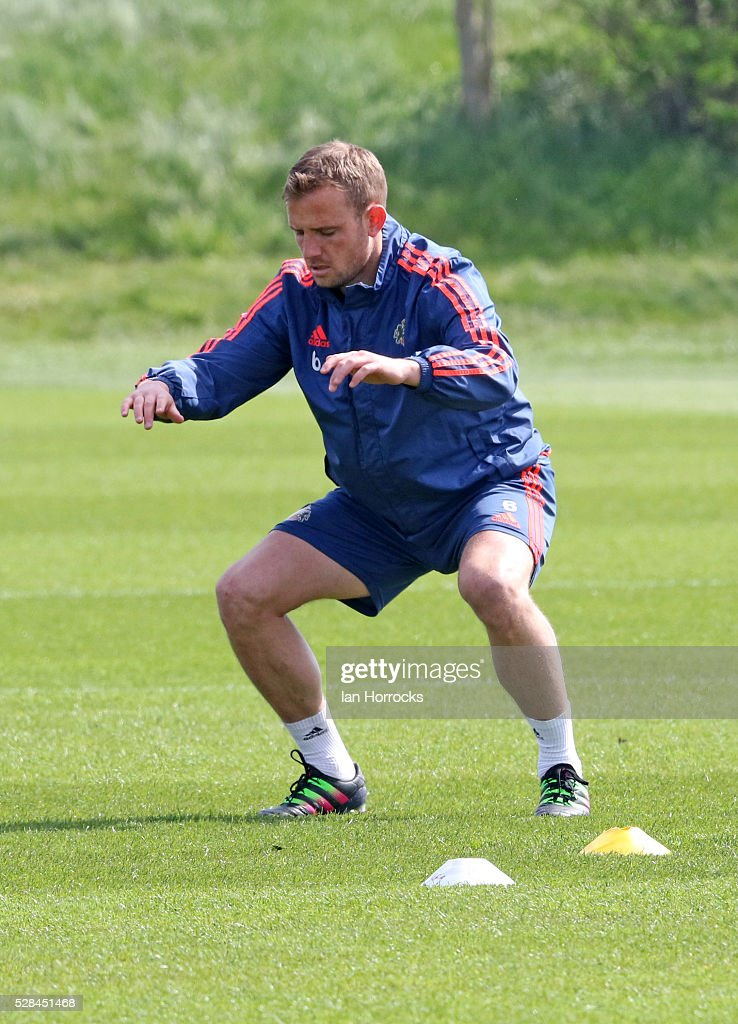 Lee Cattermole warms up during a Sunderland training session at The Academy of Light on May 5, 2016 in Sunderland, England.