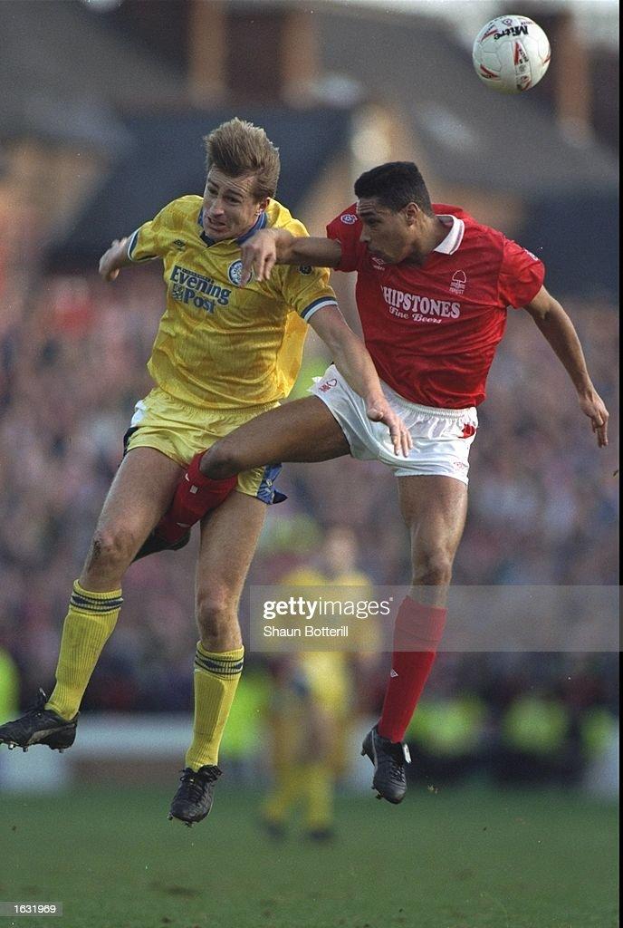 Lee Chapman of Leeds United and Des Walker of Nottingham Forest : News Photo