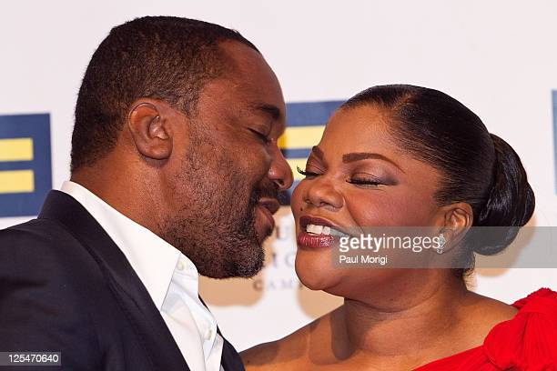 Lee Daniels gives Mo'Nique a kiss at the 14th Annual Human Rights Campaign National Dinner at the Washington Convention Center on October 9 2010 in...
