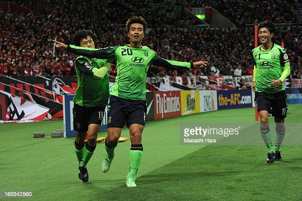 Lee Dong Gook of Jeonbuk Hyundai Motors celebrates the second goal during the AFC Champions League Group F match between Urawa Red Diamonds and...