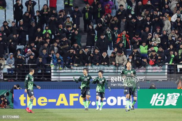 Lee Donggook of Jeonbuk Hyundai Motors celebrates scoring his side's third goal with his team mates during the AFC Champions League Group E match...