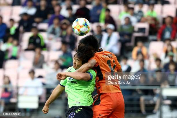 Lee Dong-Gook of Jeonbuk Hyundai Motors competes for the ball with Chitipat Thanklang of Buriram United during the AFC Champions League Group G match...