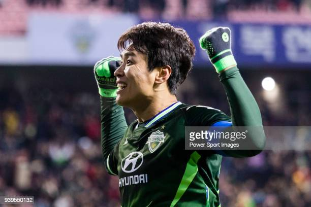 Lee DongGook of Jeonbuk Hyundai Motors FC celebrates after scoring his goal during the AFC Champions League 2018 Group E match between Jeonbuk...