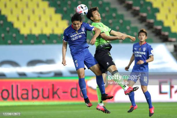 Lee Dong-Gook of Jeonbuk Hyundai Motors in action during the K League 1 match between Jeonbuk Hyundai Motors and Suwon Samsung Bluewings at Jeonju...