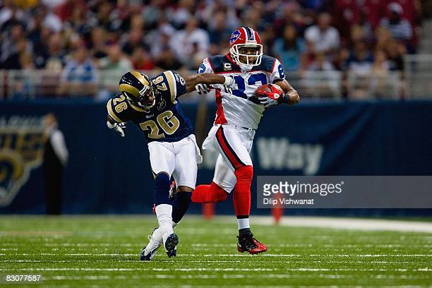 Lee Evans of the Buffalo Bills carries the ball during the game against the St Louis Rams at Edward Jones Dome on September 28 2008 in St Louis...