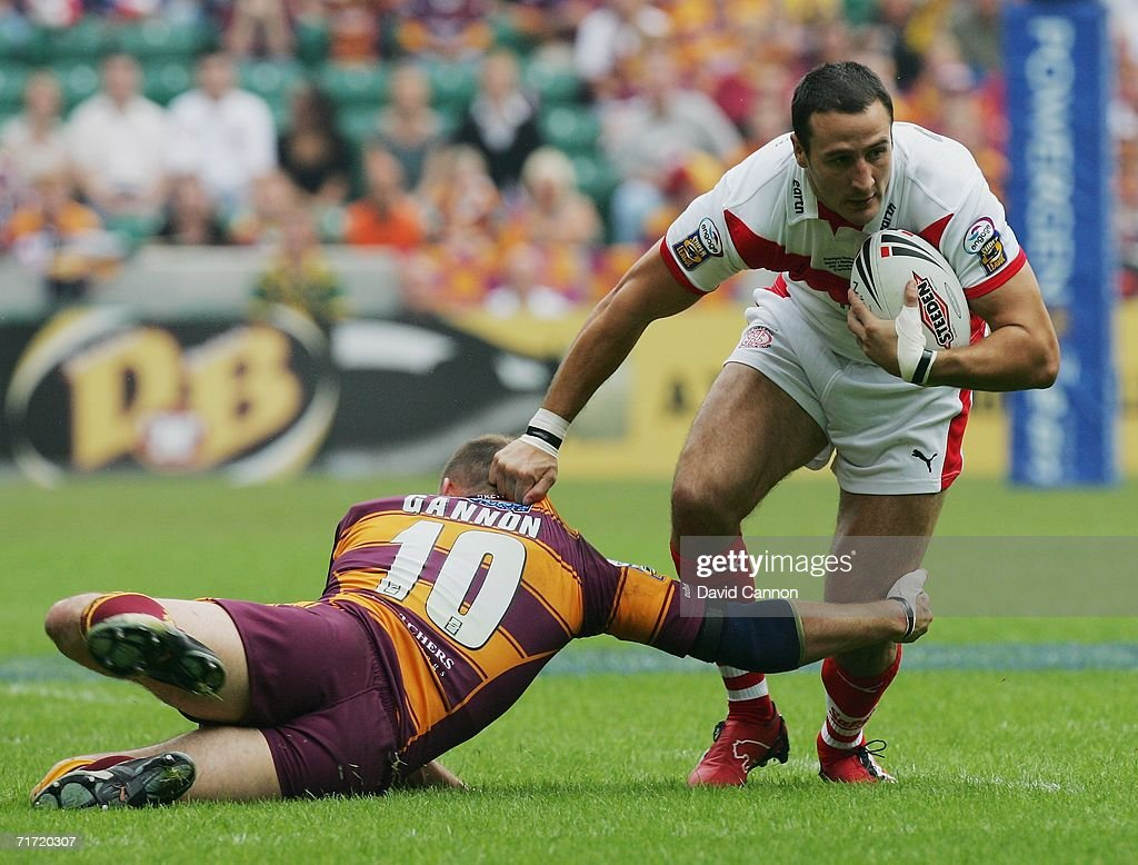 Powergen Challenge Cup Final: Huddersfield Giants v St Helens : News Photo