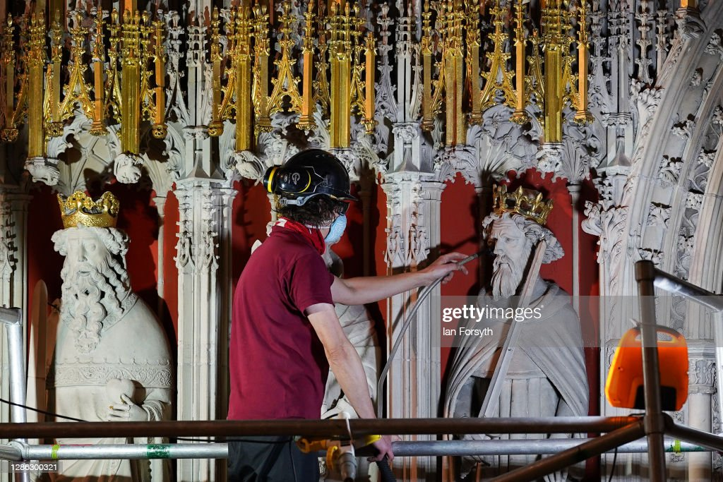 York Minster's 15th Century Pulpitum Is Cleaned In Once A Century Renovation : Nyhetsfoto