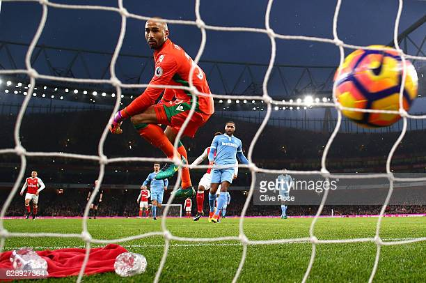 Lee Grant of Stoke City reacts to Theo Walcott of Arsenal scores his sides first goal during the Premier League match between Arsenal and Stoke City...