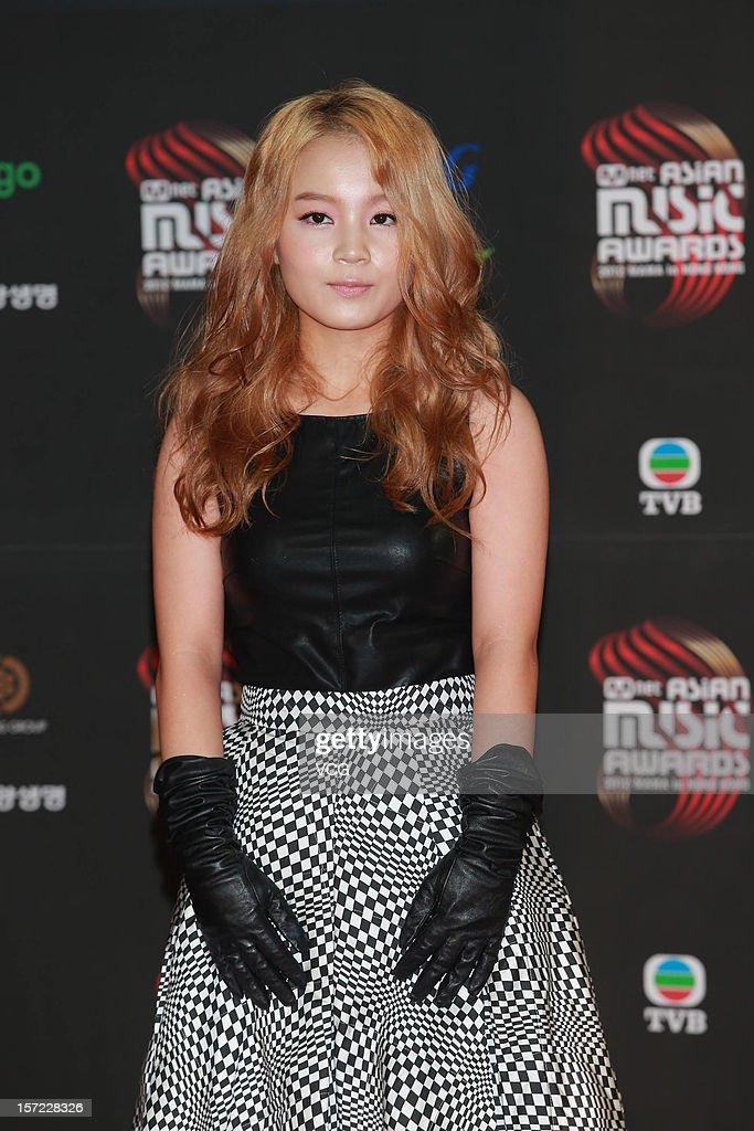 Lee Hi arrives at the red carpet of the 2012 Mnet Asian Music Awards at Hong Kong Convention & Exhibition Center on November 30, 2012 in Hong Kong, China.