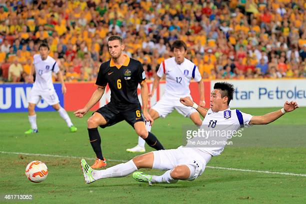 Lee Jeong-hyeop of South Korea scores his team's first goal during the 2015 Asian Cup Group A match between Australia and Korea Republic at Suncorp...