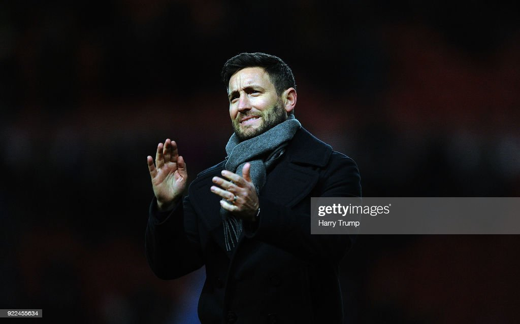Lee Johnson, Manager of Bristol City applaudes the fans at the final whistle during the Sky Bet Championship match between Bristol City and Fulham at Ashton Gate on February 21, 2018 in Bristol, England.