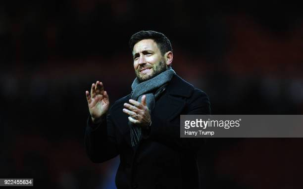 Lee Johnson Manager of Bristol City applaudes the fans at the final whistle during the Sky Bet Championship match between Bristol City and Fulham at...