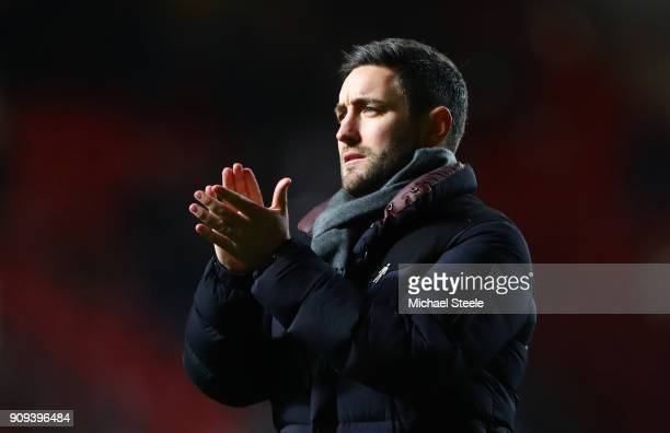 Lee Johnson manager of Bristol City applauds the crowd after the Carabao Cup semifinal second leg match between Bristol City and Manchester City at...