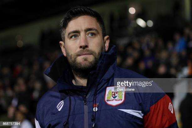 Lee Johnson manager of Bristol City looks on before the Sky Bet Championship match between Fulham and Bristol City at Craven Cottage on October 31...