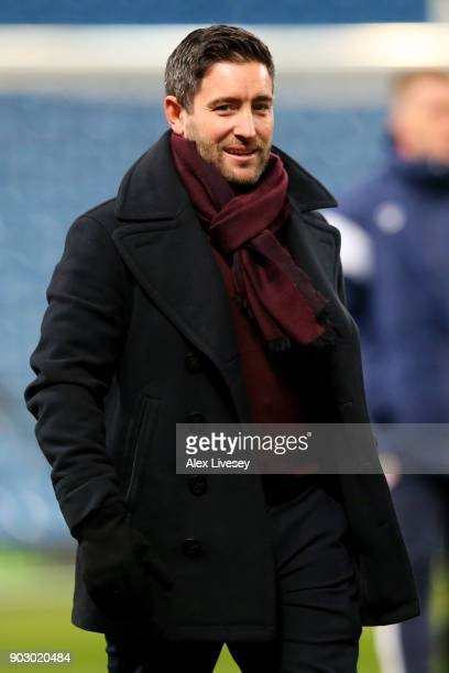 Lee Johnson manager of Bristol City walks on the pitch prior to the Carabao Cup SemiFinal First Leg match between Manchester City and Bristol City at...