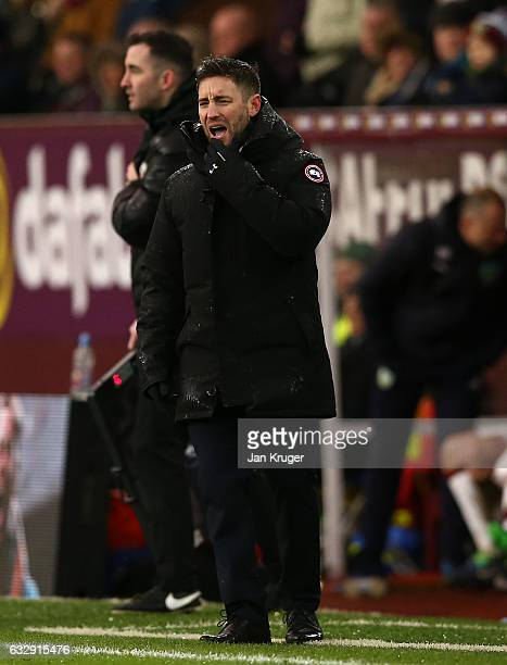 Lee Johnson manger of Bristol City looks on during the Emirates FA Cup Fourth Round match between Burnley and Bristol City at Turf Moor on January 28...
