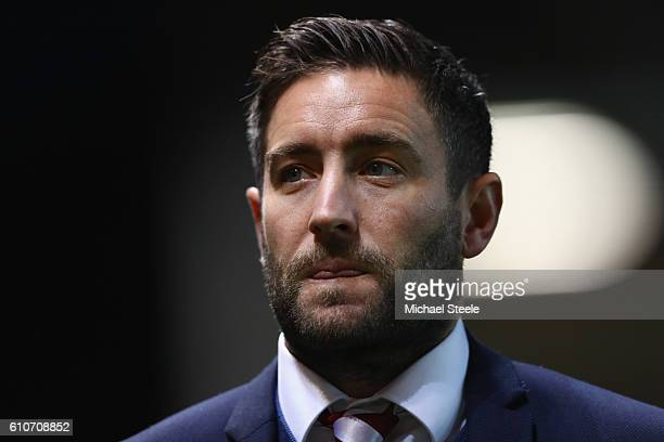 Lee Johnson the manager of Bristol City looks on during the Sky Bet Championship match between Bristol City and Leeds United at Ashton Gate on...