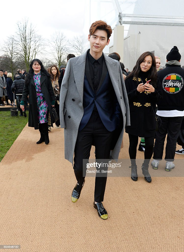 Burberry Menswear AW16 - Backstage & After Show : News Photo