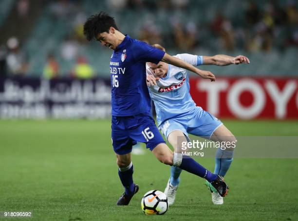 Lee JongSung of the Bluewings is challenged by Matthew Simon of Sydney FC during the AFC Asian Champions League match between Sydney FC and Suwon...