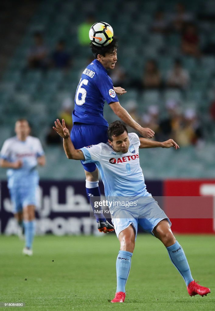 Lee Jong-Sung of the Bluewings jumps over Bobo of Sydney FC for a header during the AFC Asian Champions League match between Sydney FC and Suwon Bluewings at Allianz Stadium on February 14, 2018 in Sydney, Australia.