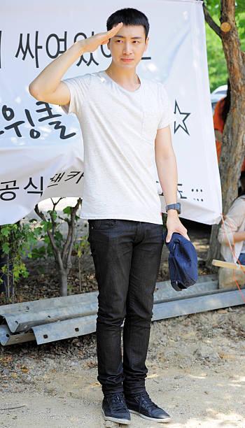 KOR: Lee Jun-Hyuk Joins The Military Service