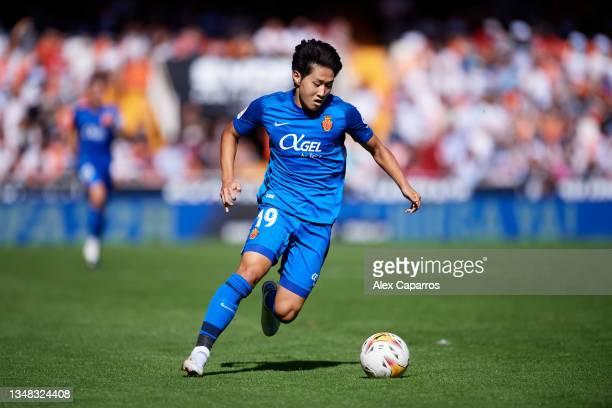 Lee Kang In of RCD Mallorca runs with the ball during the La Liga Santander match between Valencia CF and RCD Mallorca at Estadio Mestalla on October...