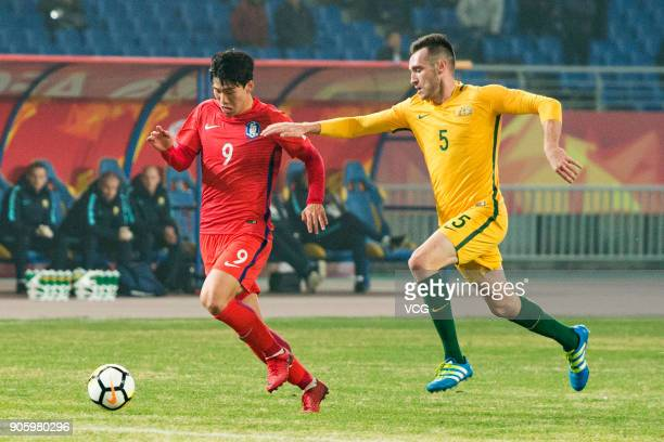 Lee KeunHo of South Korea and Aleksandar Susnjar of Australia compete for the ball during the AFC U23 Championship Group D match between South Korea...