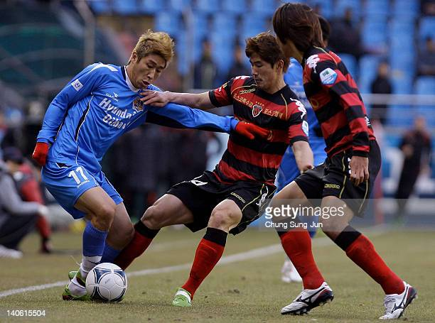 Lee KeunHo of Ulsan Hyundai and Km DaeHo of Pohang Steelers compete for the ball during the KLeague match between Pohang Steelers and Ulsan Hyundai...