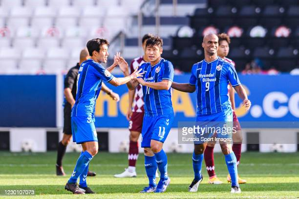 Lee Keunho of Ulsan Hyundai celebrating the opening goal of Ulsan with his teammates during the AFC Champions League semi final match between Ulsan...