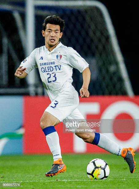 Lee KiJe of Suwon Samsung Bluewings in action during the AFC Champions League 2018 Round of 16 first leg match between Ulsan Hyundai FC and Suwon...