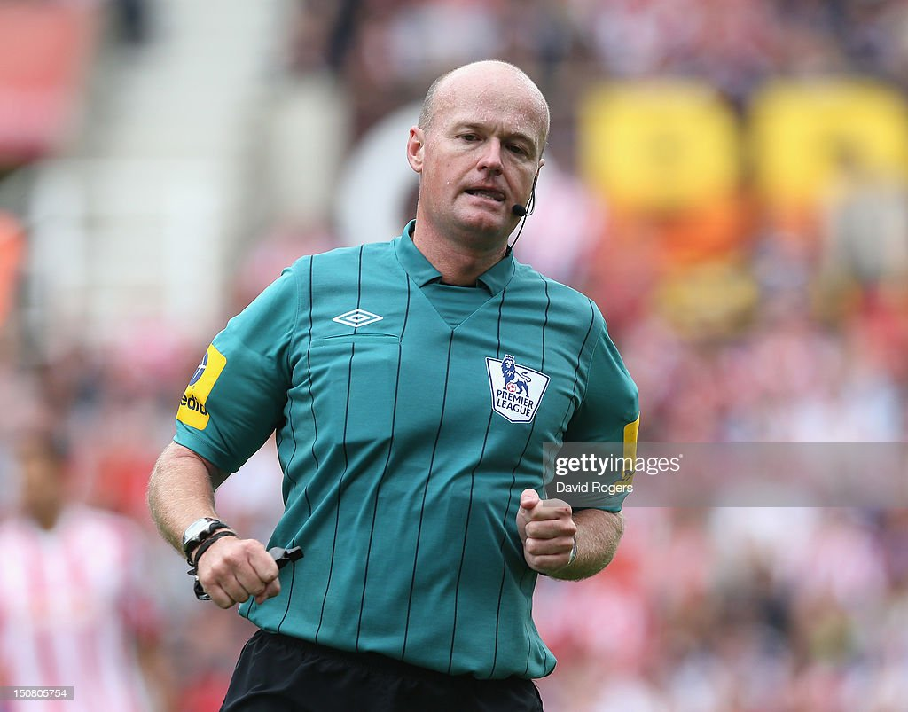 Stoke City v Arsenal -  Barclays Premier League : News Photo