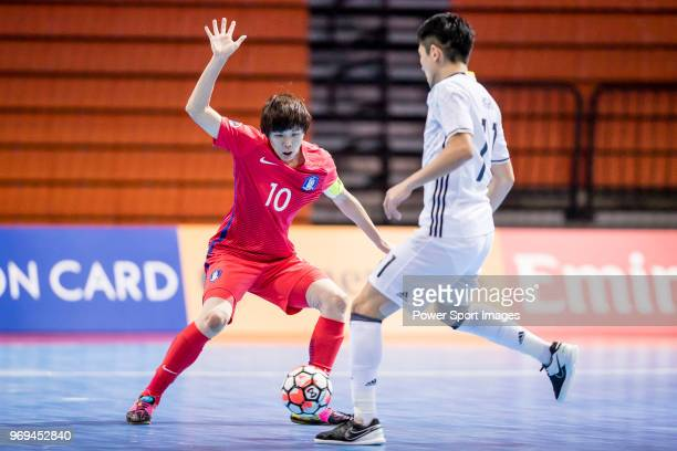 Lee Minyong of Korea Republic fights for the ball with Hoshi Shota of Japan  during the 69775cd427f16
