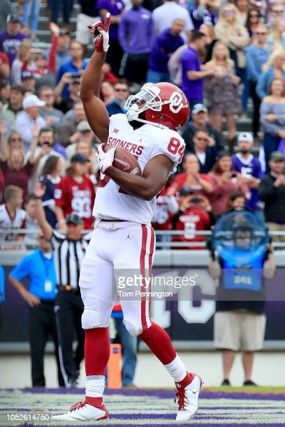 Lee Morris of the Oklahoma Sooners celebrates after scoring a touchdown against the TCU Horned Frogs in the first half at Amon G Carter Stadium on...