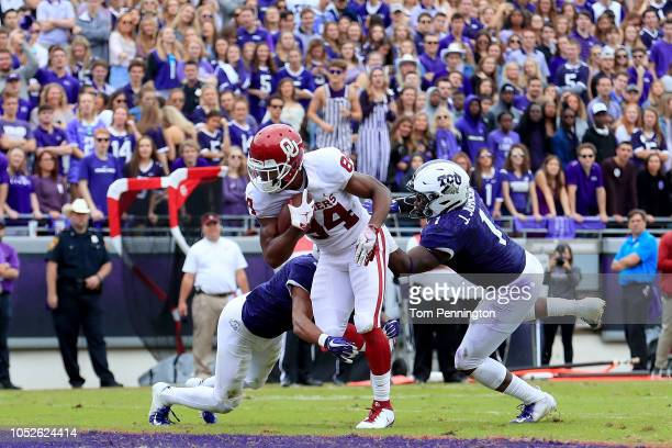 Lee Morris of the Oklahoma Sooners scores a touchdown against Jawuan Johnson of the TCU Horned Frogs and Markell Simmons of the TCU Horned Frogs in...