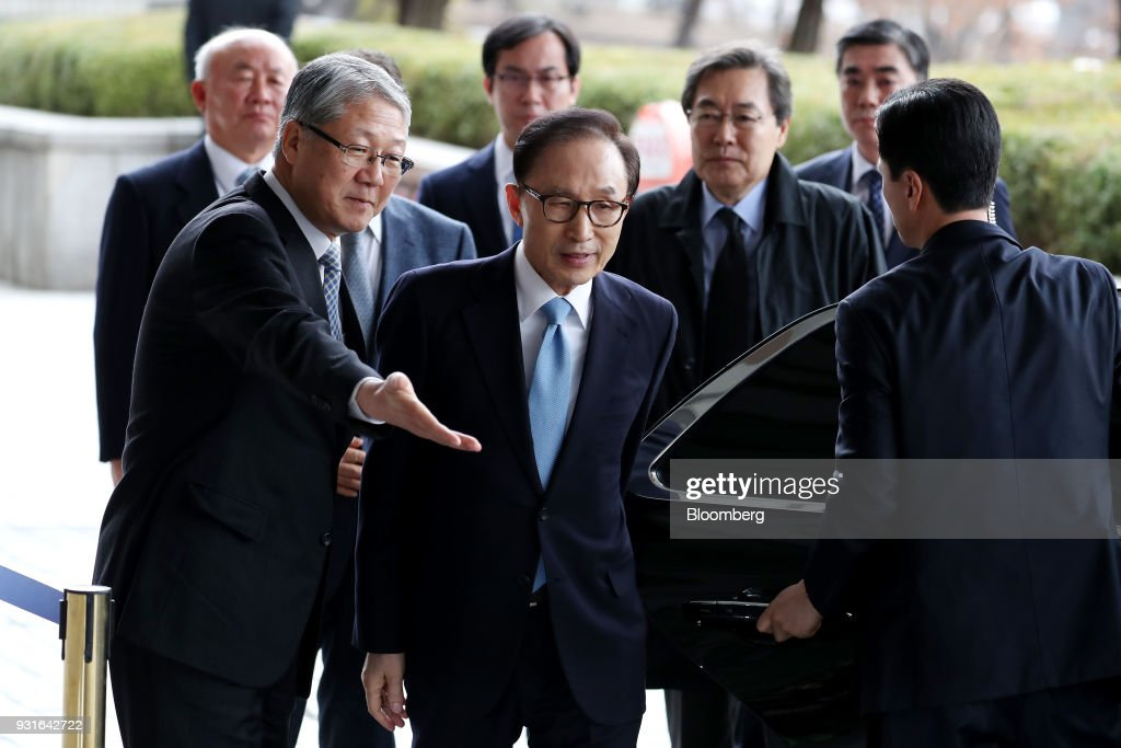 Lee Myung-bak, South Korea's former president, center, arrives at the Seoul Central District Prosecutors Office in Seoul, South Korea, on Wednesday, March 14, 2018. Lee apologized for 'causing concern' after arriving at the prosecutors office. Photographer: SeongJoon Cho/Bloomberg via Getty Images