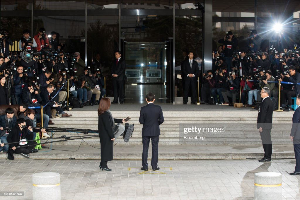 Lee Myung-bak, South Korea's former president, center, speaks as he arrives at the Seoul Central District Prosecutors Office in Seoul, South Korea, on Wednesday, March 14, 2018. Lee apologized for 'causing concern' after arriving at the prosecutors office. Photographer: Lee Young-ho/Pool via Bloomberg