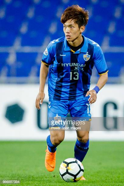 Lee MyungJae of Ulsan Hyundai FC in action during the AFC Champions League 2018 Round of 16 first leg match between Ulsan Hyundai FC and Suwon...
