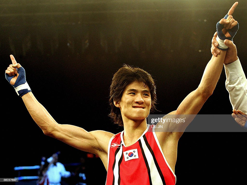 Lee Ok Sung of South Korea celebrates hi : News Photo