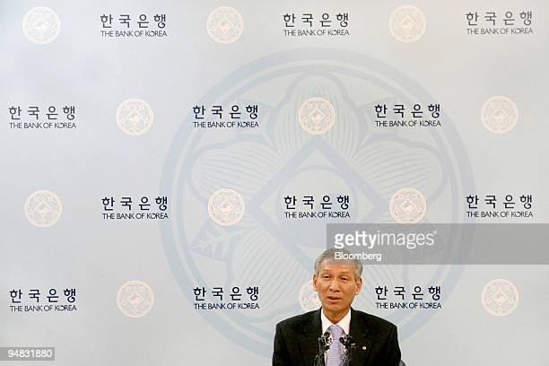 Lee Seong Tae Bank of Korea governor speaks during a news conference in Seoul South Korea on Friday Jan 9 2009 The Bank of Korea cut its benchmark...