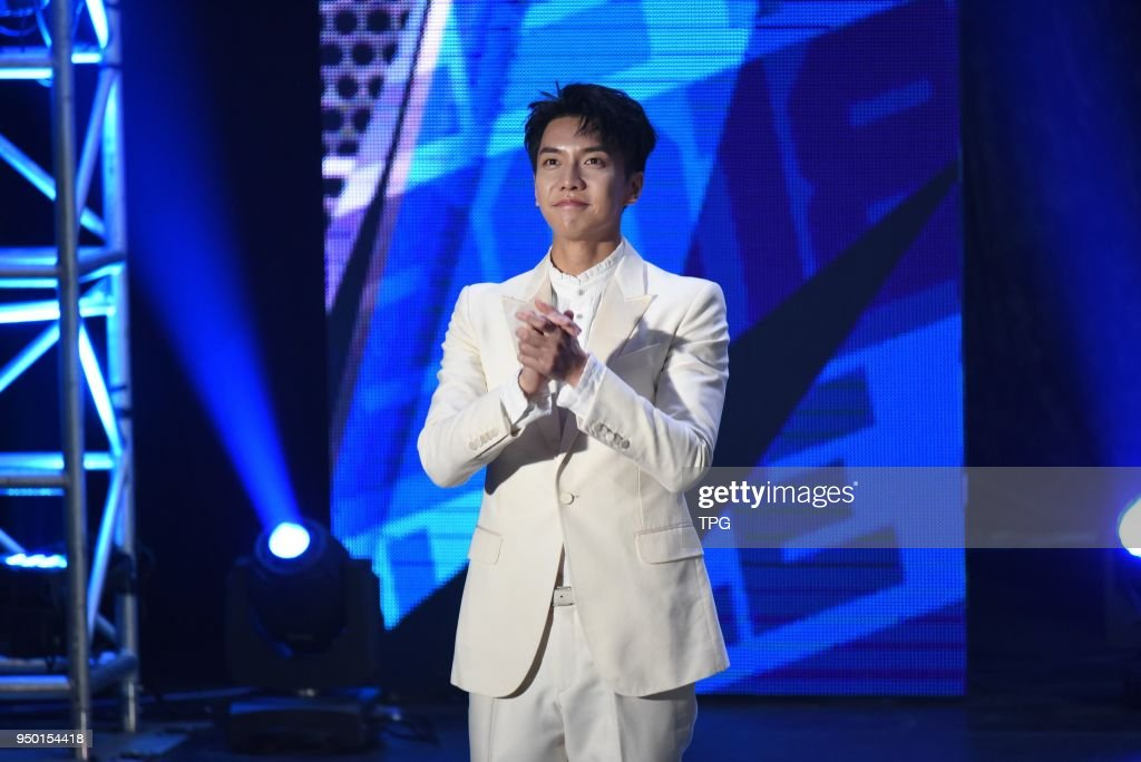 Lee Seung-gi held fans meeting conference at TICC : News Photo