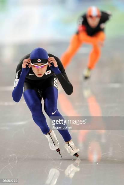 Lee Seung-Hoon of South Korea skates ahead of Arjen Van De Kieft of the Netherlands in the men's speed skating 10000 m on day 12 of the 2010...