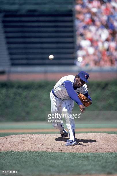 Lee Smith of the Chicago Cubs delivers the pitch during a game in September1984 at Wrigley Field in Chicago Illnois Lee Smith played for the Chicago...